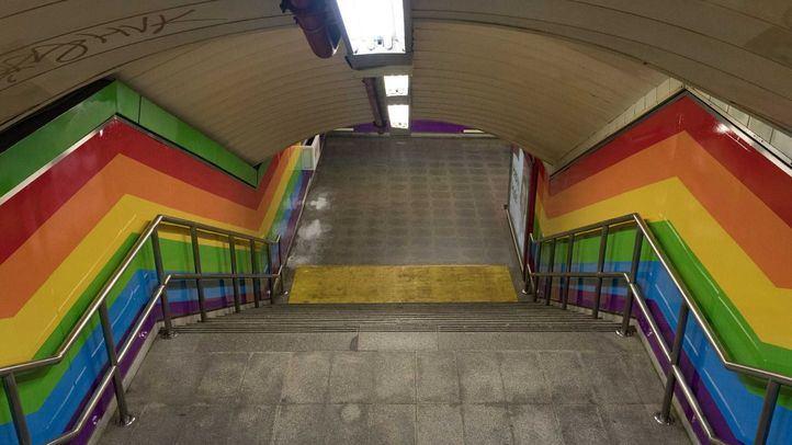 Netflix viniló la estación de Chueca del metro de Madrid con la bandera arcoiris por el World Pride Madrid 2017.