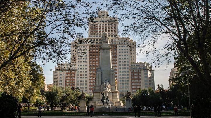 Edificio España, en la plaza del mismo nombre.