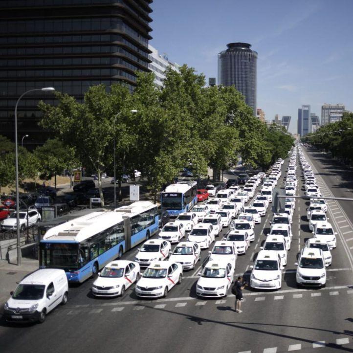 Los taxistas colapsan la Castellana