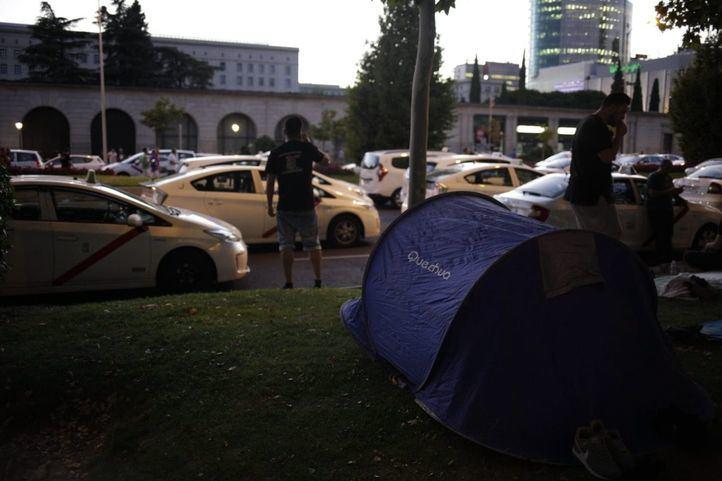 Los taxistas deciden acampar: la Castellana, colapsada