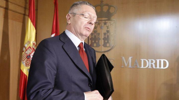 Alberto Ruiz-Gallardón, expresidente de la Comunidad de Madrid y exministro de Justicia, después de su comparecencia en la comisión de investigación de la corrupción de la Asamblea de Madrid.