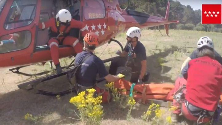 Rescatada en helicóptero una mujer en Cercedilla