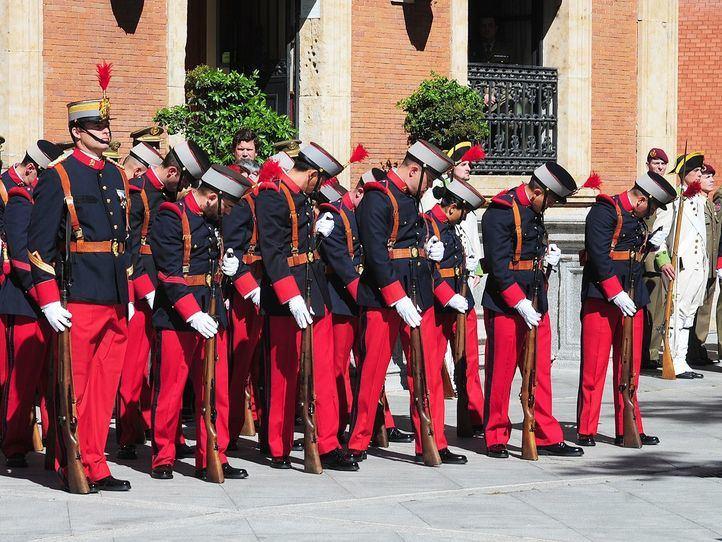 Cambio de guardia del regimiento Inmemorial en el cuartel del Ejército en Cibeles