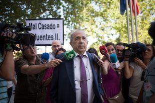 Álvarez Conde regalaba títulos por