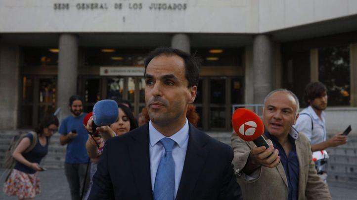 Javier Ramos, rector de la Universidad Rey Juan Carlos, a la salida de los Juzgados de Plaza Castilla tras declarar ante la juez que investiga las irregularidades del caso Máster.