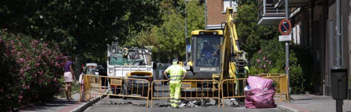 Un socavón de 10 metros obliga a cortar el tráfico en Jacobinia