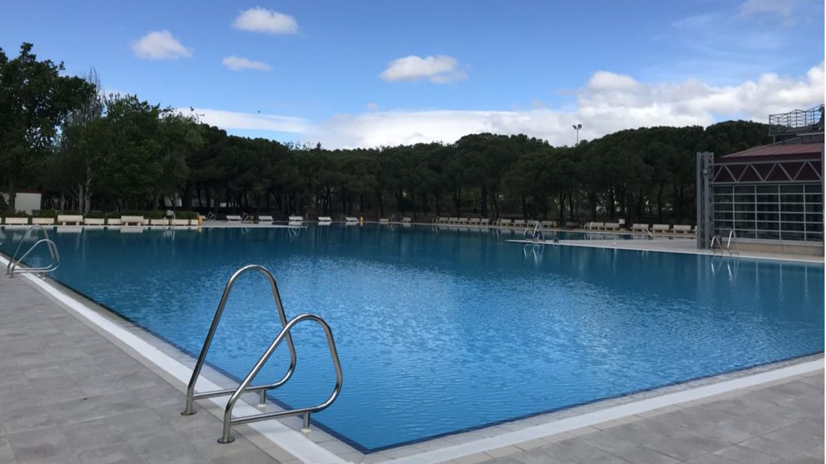 La piscina de aluche abre sus puertas gratis este s bado for Piscina municipal pinto