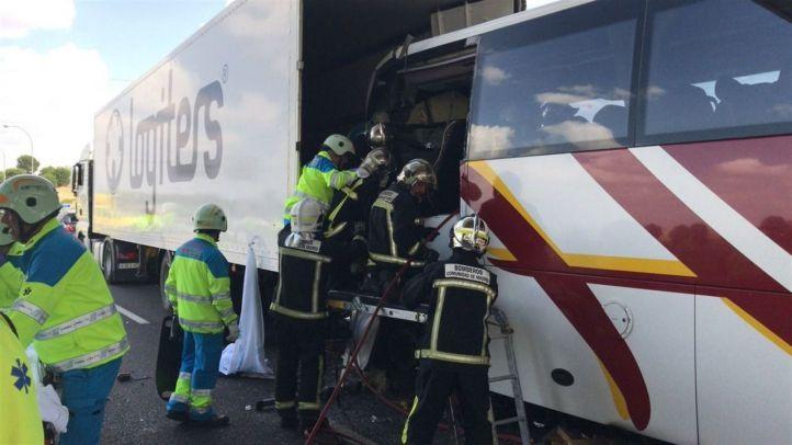 Fallece el conductor de un autobús en un accidente múltiple