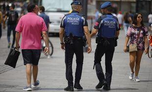 Agua para los policías en las fiestas de Lavapiés