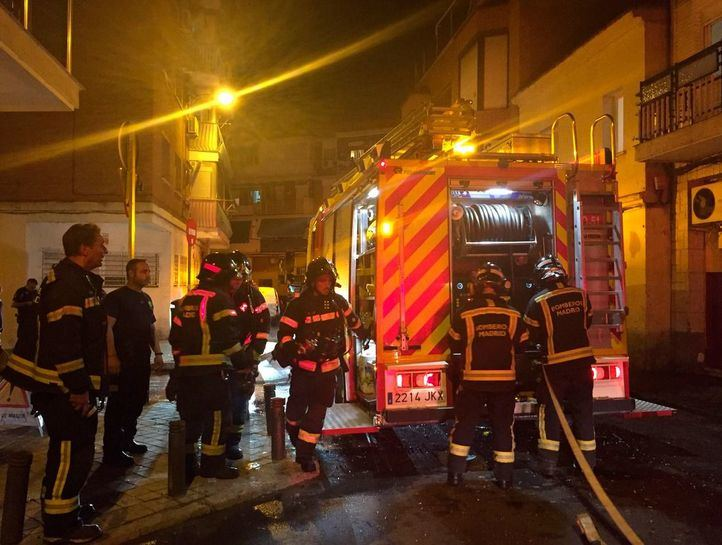 Dos heridos, uno de ellos muy grave, en el incendio de una vivienda en Villaverde
