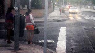 Mujeres ejerciendo la prostitución en las calles del polígono Marconi.