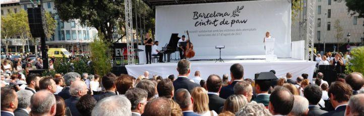 Barcelona logra su homenaje (casi) blanco a las víctimas