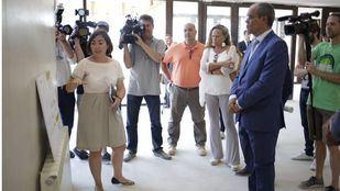 Van Grieken visita las obras del instituto Simone Veil de Paracuellos, que lleva el nombre de la feminista y europeísta política francesa superviviente del holocausto.