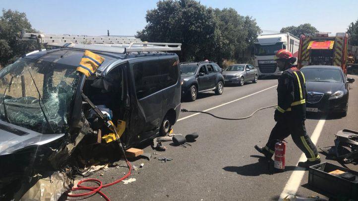 Heridos dos hombres tras chocar frontalmente con sus vehículos en Valdemorillo