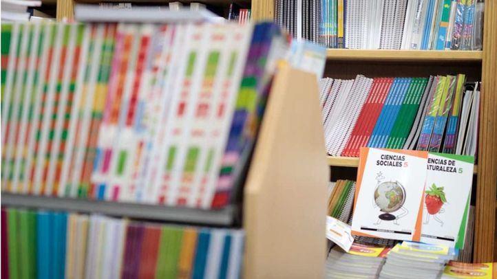 El estudio estima que la compra de libros de texto segunda mano puede generar un ahorro de hasta un tercio.