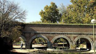 Acueducto del Canal de Isabel II en el parque de los Pinos.