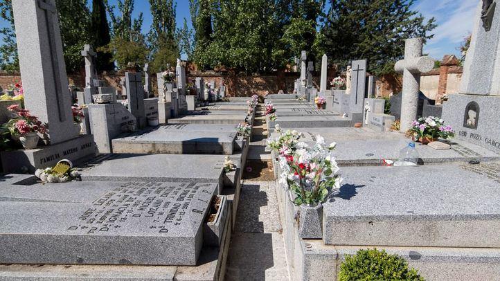 Los cementerios de La Almudena y Carabanchel sufren el robo de la ornamentación en 400 columbarios