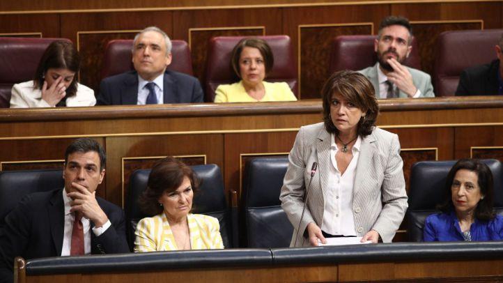 La ministra de Justicia, Dolores Delgado, en el Congreso junto a Pedro Sánchez, Carmen Calvo y Margarita Robles.