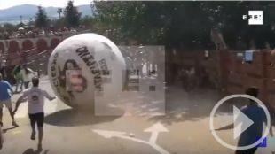 Golpeado por 250 kilos de poliespán en el 'boloencierro'