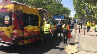 Herido muy grave un anciano arrollado por un bus de la EMT