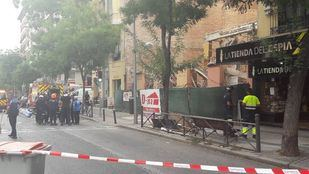 Bloque desalojado en la calle Alcalá.