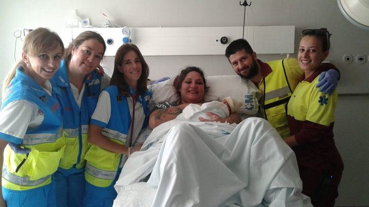 Da a luz a su tercer hijo en una ambulancia camino del hospital