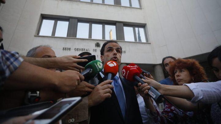 Javier Ramos, rector de la Universidad Rey Juan Carlos, a las puertas de los Juzgados de Instrucción de Madrid.