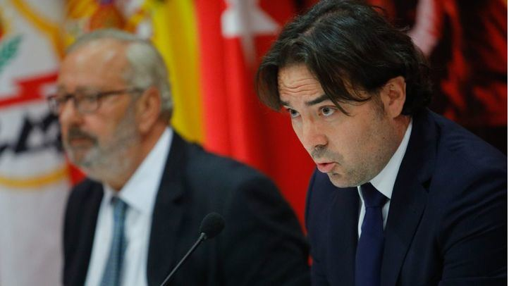 El presidente del Rayo Vallecano, Raul Martín Presa, junto al consejo de administración del club de fútbol, ha comparecido ante los medios de comunicación para trasladar una nota institucional para explicar la actualidad de las obras del estadio.