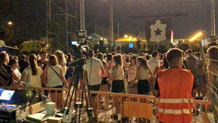 Debido a la lluvia, tuvo que procederse a la evacuación del recinto ferial tras suspenderse el concierto de Maldita Nerea.