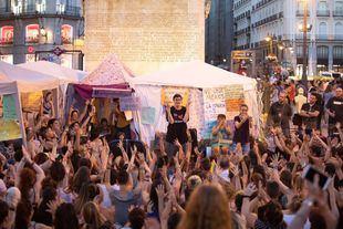La Acampada Feminista de Sol lleva alojada al lado de la estatua de Carlos III desde el pasado 22 de junio.