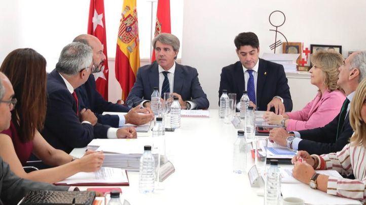 El alcalde de Alcorcón, David Pérez, en el Consejo de Gobierno que ha celebrado Garrido en el municipio.