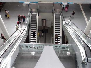 Medio año más de espera para arrancar todas las escaleras paradas de Cercanías