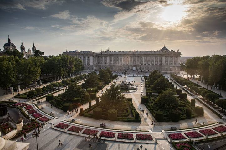 Plaza de Oriente y Palacio Real vista desde el Teatro Real.