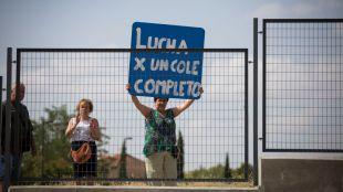Las familias del Miguel de Cervantes se encierran en su todavía inacabado colegio
