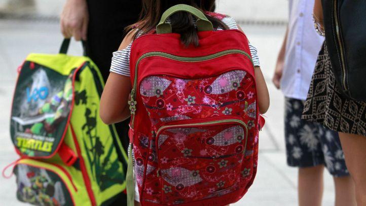 Los alumnos de Primaria y Educación Infantil vuelven al 'cole' entre protestas