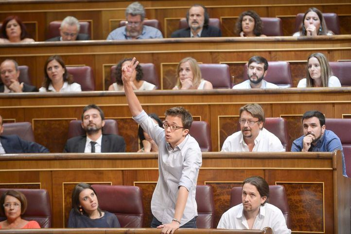 Íñigo Errejón en su escaño en el hemiciclo del Congreso de los Diputados. (Foto archivo).