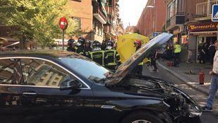 Turismo que ha colisionado contra un coche patrulla de la Policía Municipal.