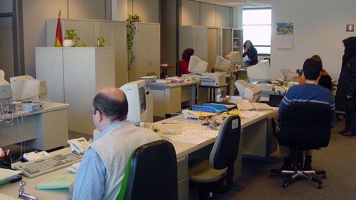 Funcionarios trabajando en la sede Juzgados Menores de García Noblejas de Madrid