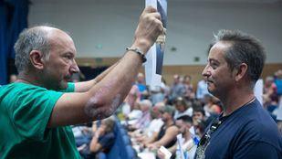 Pleno de distrito de Arganzuela, presidido por la concejala Rommy Arce y en el que ha habido enfrentamiento dialecticos entre vecinos que pedían la dimisión de la concejala y vecinos partidarios de la misma.