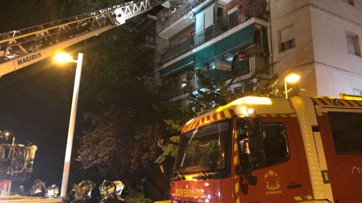Los bomberos en el edificio de Pozuelo de Alarcón