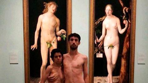 Expulsados de El Prado por desnudarse 'a lo Adán y Eva'