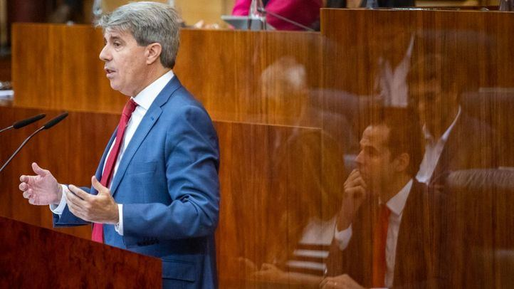 Garrido y Aguado, este viernes, durante el Debate sobre el Estado de la Región.