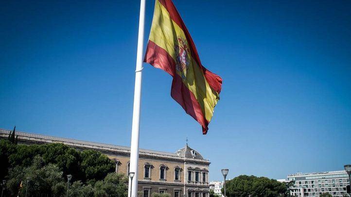 Bandera de España en la Plaza de Colón.