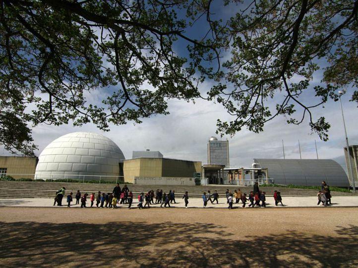 El Planetario de Madrid celebra varios conciertos para celebrar su 32º aniversario.