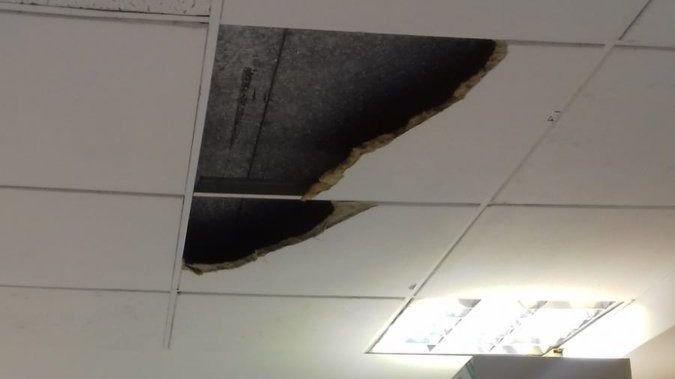 Cae un trozo de falso techo en un juzgado de Madrid