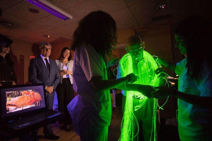 Garrido inaugura una pionera sala en el Centro Alzheimer de la Fundación Reina Sofía, gestionado por Clece