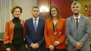 Noelia Posse, alcaldesa de Móstoles, junto a parte del equipo de Gobierno.