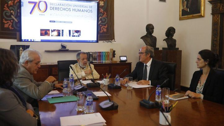 El portavoz socialista en la Asamblea de Madrid, Angel Gabilondo, se ha reunido con el Defensor del Pueblo, Francisco Fernández Marugán, para abordar la situación de los menores de la Comunidad de Madrid.