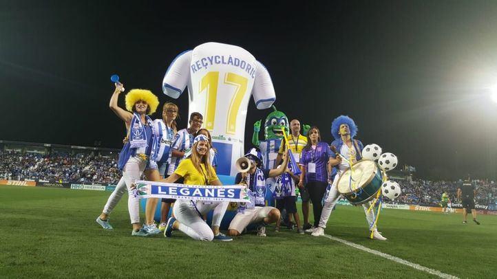 El estadio del Leganés acoge la iniciativa 'Somos especiales, RECICLAMOS' de Ecoembes.