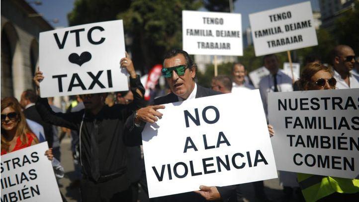 """La revolución de las corbatas toma la Castellana: """"Nos van a quitar el derecho al trabajo"""""""